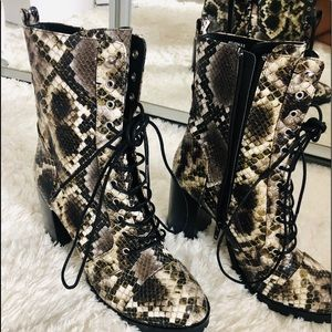 NWT Dolce Vita Ayleen Laced Up Boots
